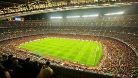 Fotbollfältet och åhörare på stadion Nou campar, Barcelona stock video