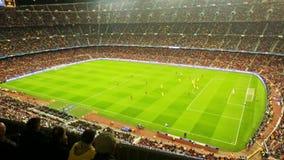 Fotbollfältet och åhörare på stadion Nou campar, Barcelona