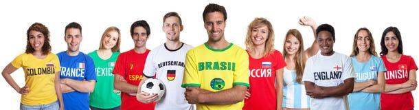 Fotbollfan från Brasilien med supportrar från andra länder arkivbilder