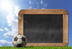 Fotbollfotboll - tom svart tavla med bollen Royaltyfri Foto