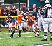 fotbollhand av quarterback Royaltyfria Bilder