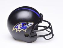 Fotbollhjälm för Baltimore Ravens arkivbilder