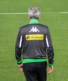 Fotbolllagledare Lucien Favre i klänning av Borussia Mönchengladbach Royaltyfria Foton
