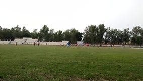 Fotbolllek på fält stock video