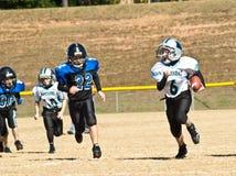 fotbollliga little som kör Arkivbilder