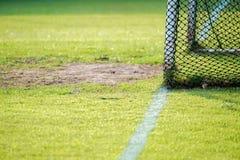 Fotbollmål som är netto med suddighetsbakgrund fotografering för bildbyråer