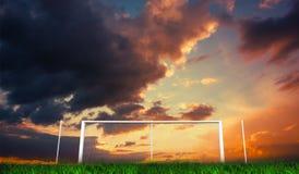 Fotbollmål under orange molnig himmel Arkivfoton