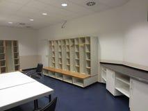 Fotbollomklädningsrum med låsbara skåp Royaltyfria Bilder