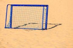 Fotbollport på fotbollmål för sandig strand Fotografering för Bildbyråer