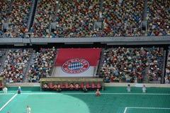 fotbollsarena i Munich gjorde från det plast- legokvarteret royaltyfri fotografi