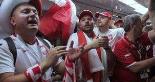 Fotbollsfan av den Polen tunnelbanan stock video