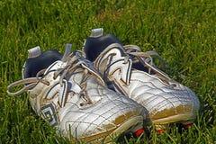 Fotbollskor som inte önskar att lämna leken Arkivbilder