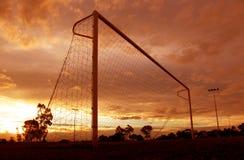fotbollsolnedgång royaltyfri fotografi