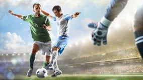 Fotbollspelare i handling på för stadionbakgrund för dag den storslagna panoraman royaltyfri foto