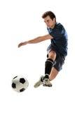 Fotbollspelare som sparkar bollen Royaltyfria Foton