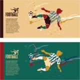 Fotbollspelarekick bollen Arkivbild
