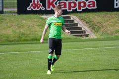 Fotbollsspelare Andre Hahn i klänning av Borussia Monchengladbach Royaltyfri Fotografi