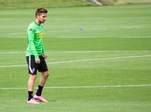 Fotbollsspelare Julian Korb i klänning av Borussia Monchengladbach Arkivfoto