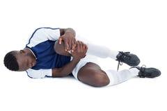 Fotbollsspelare som ligger ner sårat Royaltyfri Bild