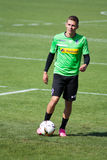 FotbollsspelareThorgan fara i klänning av Borussia Monchengladbach Arkivbilder