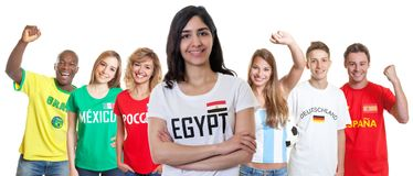 Fotbollsupporter från Egypten med fans från andra länder arkivfoton