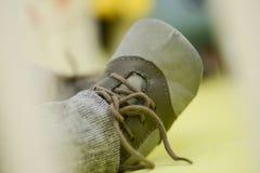 Foten av behandla som ett barn skor Fotografering för Bildbyråer