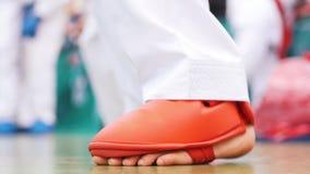 Foten av ett karatebarn under en stridighet rack lager videofilmer