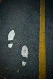 Foten går på vägen Fotografering för Bildbyråer