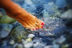 Foten och spikar royaltyfri fotografi