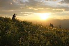 Fotógrafo dos jovens da silhueta Fotografia de Stock
