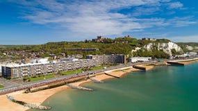 Foto aérea da praia de Dôvar e do castelo, Kent, Inglaterra fotografia de stock royalty free