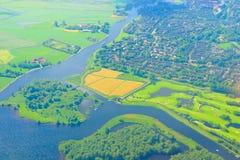 Foto aérea da vista superior dos pagamentos e dos campos fotografia de stock royalty free