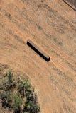 Foto aérea de pacotes de feno em um campo fotografia de stock