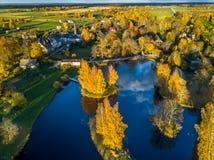 Foto aérea de un lago en Sunny Autumn Day Foto de archivo libre de regalías