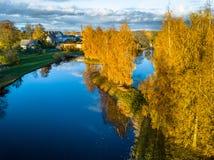 Foto aérea de un lago en Sunny Autumn Day Fotografía de archivo libre de regalías