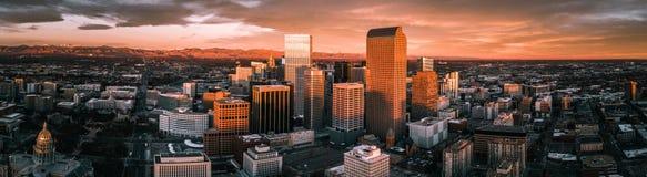 Foto aérea del abejón - ciudad de Denver Colorado en la salida del sol foto de archivo