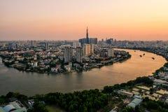 Foto aérea del abejón - horizonte de Saigon Ho Chi Minh City en la puesta del sol Vietnam fotografía de archivo