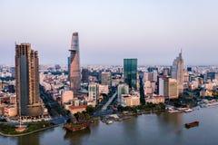 Foto aérea del abejón - horizonte de Saigon Ho Chi Minh City en la salida del sol Vietnam fotografía de archivo libre de regalías