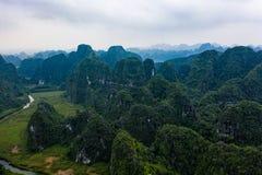 Foto aérea del abejón - montañas y ríos de Vietnam septentrional imagen de archivo libre de regalías