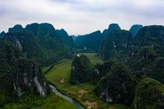Foto aérea del abejón - montañas y ríos de Vietnam septentrional fotos de archivo libres de regalías