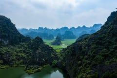 Foto aérea del abejón - montañas y ríos de Vietnam septentrional fotografía de archivo