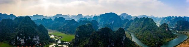 Foto aérea del abejón - montañas y ríos de Vietnam septentrional foto de archivo libre de regalías