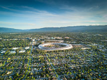 Foto aérea del nuevo campus de Apple bajo construcción en Cupetino Fotografía de archivo libre de regalías