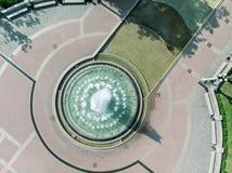 Foto aérea do zangão da fonte no parque da cidade Foto de Stock