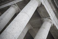 Foto abstracta de las columnas dóricas del templo Imagen de archivo libre de regalías