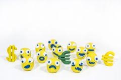 Foto abstrata com os smiley amarelos feitos da argila do jogo Foto de Stock