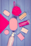 Foto, accesorios y cosméticos del vintage para la higiene personal en cuarto de baño, concepto de cuidado del cuerpo Imagenes de archivo