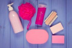 Foto, accesorios y cosméticos del vintage para la higiene personal en cuarto de baño, concepto de cuidado del cuerpo Fotos de archivo libres de regalías