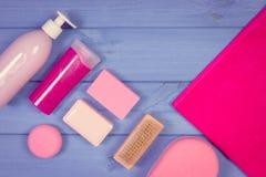 Foto, accesorios y cosméticos del vintage para la higiene personal en cuarto de baño, concepto del cuidado del cuerpo, espacio de Fotografía de archivo libre de regalías