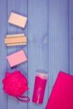 Foto, accesorios y cosméticos del vintage para la higiene personal en cuarto de baño, concepto del cuidado del cuerpo, espacio de Fotografía de archivo